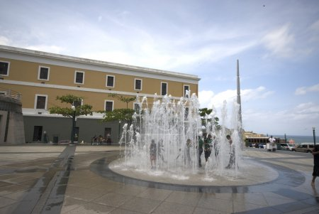fountain in quincentennial plaza old san juan