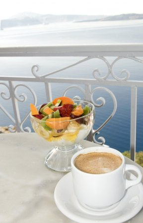 coffee and greek yogurt restaurant over the caldera santorini