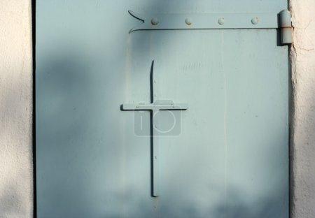 door cross