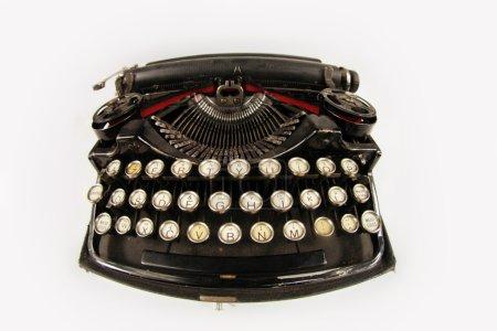 Photo pour Isolés machine à écrire de vieux noir rétro - image libre de droit