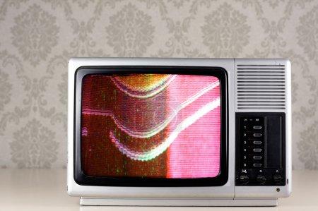 Photo pour Juste le fond d'écran à nouveau sur la télévision rétro argent - image libre de droit