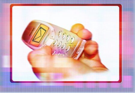 Photo pour Une main tenant un téléphone portable avec l'icône de message sur son écran - image libre de droit