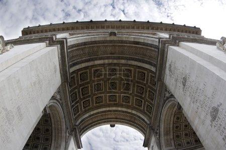 Photo pour Fisheye shot de l'arc de triomphe à Paris, France - image libre de droit