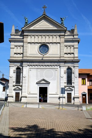 Varese  castronno  in italy      wall  church and column blue sk