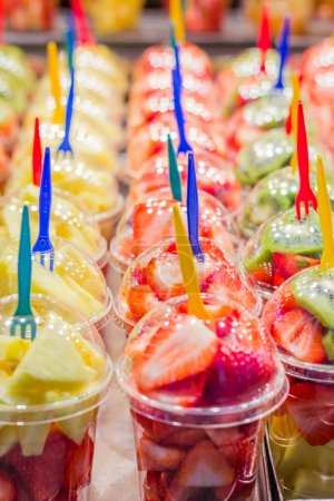 Set packed slice of fresh fruits in the famous La ...