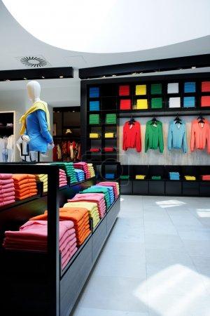 Foto de Tienda de ropa colorida interior - Imagen libre de derechos