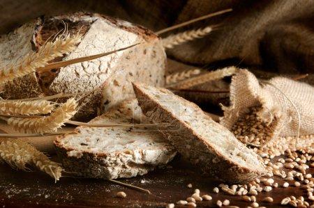 Photo pour Gros plan sur pain traditionnel. Shallow dof - image libre de droit