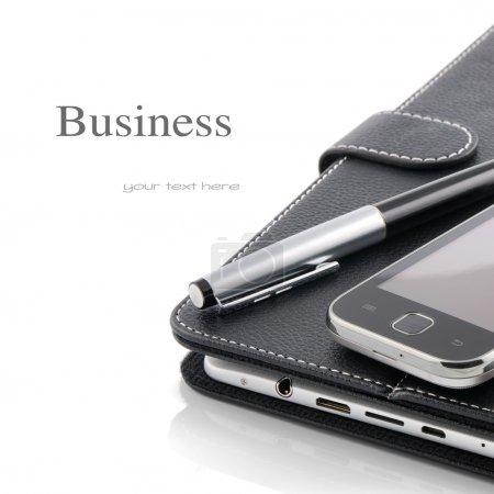 Photo pour Concept d'entreprise. Téléphone portable, tablette PC et stylo isolé sur blanc - image libre de droit