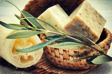 Photo pour Cadre rustique avec savon olive naturel - image libre de droit