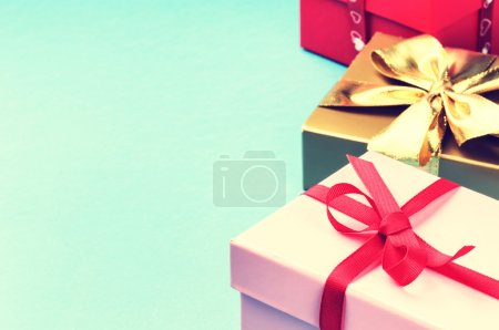 Photo pour Coffrets cadeaux anniversaire coloré avec fond - image libre de droit