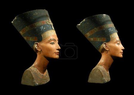 Photo pour Buste célèbre de la reine Néfertiti isolé sur noir - image libre de droit