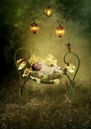 Photo pour Le bébé dans le berceau de flowers.the sauterelle joue le violon la berceuse - image libre de droit