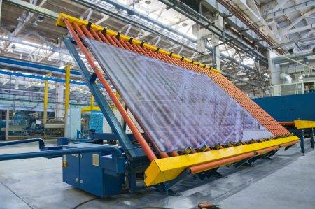 Manipulator for heavy sheet glass