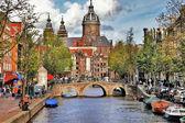 Krásné vodní kanály Amsterdamu