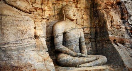 monolithe unique statue de Bouddha dans le temple de polonnaruwa - capitale médiévale de Ceylan,, patrimoine mondial UNESCO