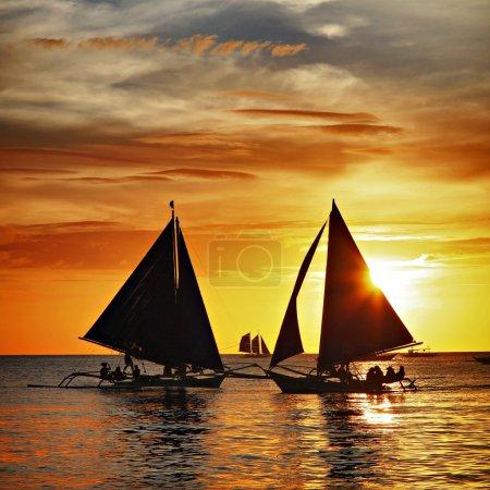 Photo pour Beau coucher de soleil tropical sur l'île de boracay - image libre de droit
