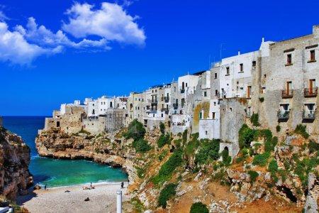 Photo pour Polignano al mare - pittoresque petite ville des Pouilles, Italie - image libre de droit