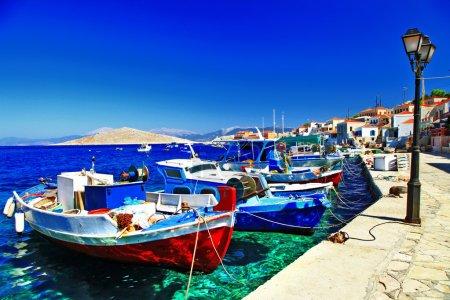 Farben der griechischen Serie - traditionelle Fischerboote