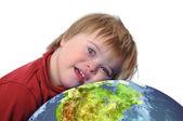 Chlapce s Downovým syndromem a země