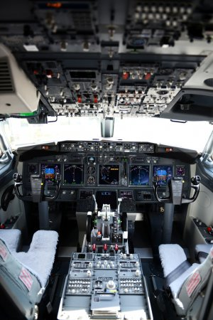 Airplane cockpit of a 737-800