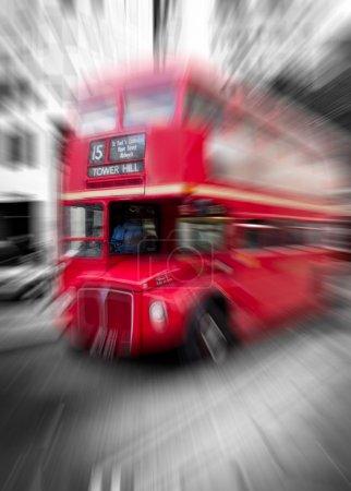 Photo pour Double étage rouge dans les rues de Londres - image libre de droit