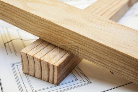 Photo pour Planches de bois de pin sur fond de construction de table en bois - image libre de droit