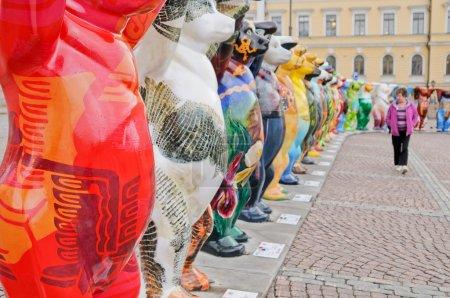 Photo pour Amigo Unido lleva exposición visita el Senado cuadrado con su XX exposición del 1 de septiembre al 26 de octubre de 2010 en 16 de septiembre de 2010 en helsinki, Finlandia - image libre de droit
