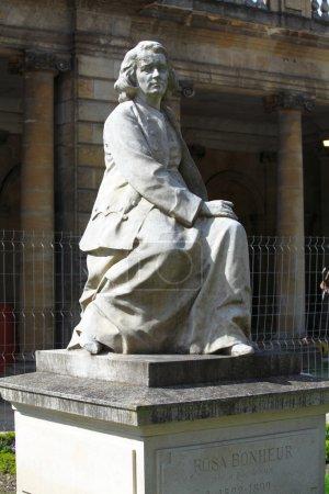 Photo pour Statue de rosa bonheur au jardin botanique, le jardin public de botanique, bordeaux, france - image libre de droit