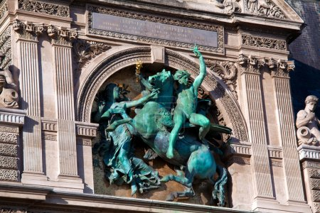 Bronzeskulptur von Napoleon iii auf dem Jalousiepalast, paris, fr