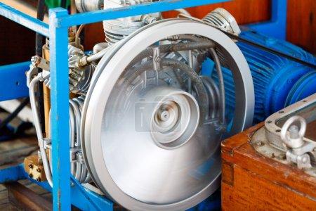 Photo pour Vente de roues de compresseur d'air pour une sensation de réservoirs de plongée sous-marine - image libre de droit