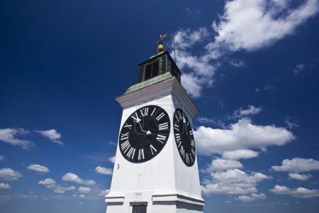 Photo pour Tour de l'horloge à novi sad en Serbie - image libre de droit