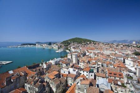 Photo pour Vue sur la ville divisée en croatie - image libre de droit