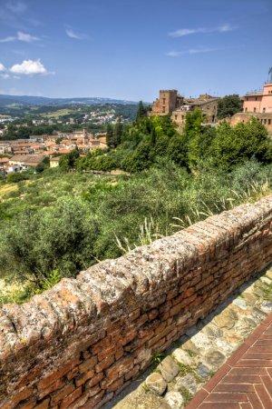 vieux bâtiments en Toscane