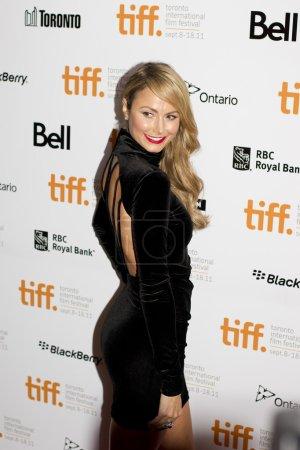 """Photo pour L'ancienne diva de la WWE Stacy Keibler fait une apparition au Festival international du film de Toronto 2011 pour soutenir le dernier film de George Clooney """"Ides Of March"""" le 9 septembre 2011 - image libre de droit"""