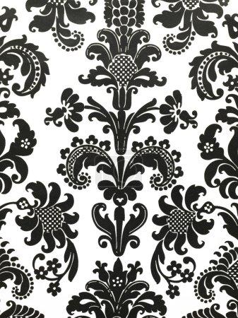 Photo pour Prise de vue détaillée du papier peint motif floral noir et blanc - image libre de droit