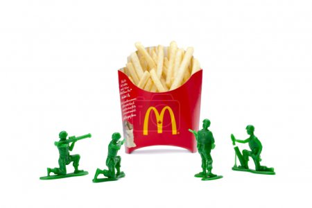 Image of a group of toy soldiers attacking the box...