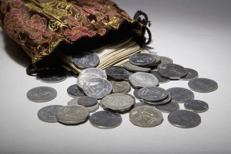Photo pour Monnaies et billets de la monnaie - image libre de droit