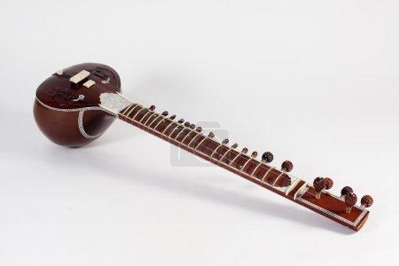 Photo pour Instrument de musique de sitar sur fond blanc - image libre de droit