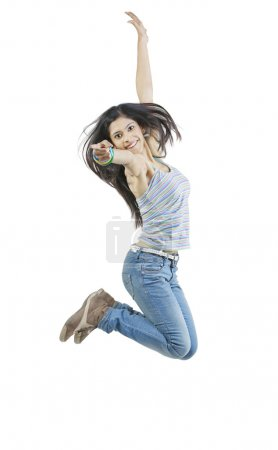 jeune fille sautant en l'air
