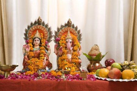 Photo pour Diwali puja idoles - image libre de droit