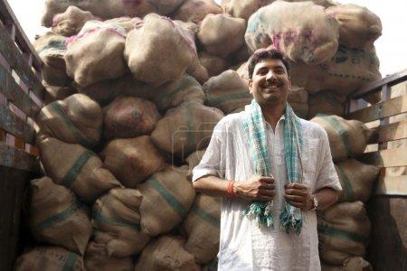 Photo pour Portrait d'un marchand de nourriture - image libre de droit