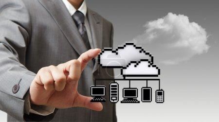 Photo pour Main de l'homme d'affaires prend l'icône de réseau 3d pixel nuage comme concept - image libre de droit