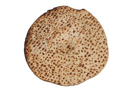 Photo pour Matzoh rond traditionnel fait à la main (pain pascal juif) isolé - image libre de droit
