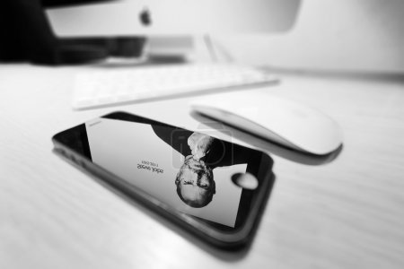 Mac with reflection of Steve Jobs in a iPhone 5