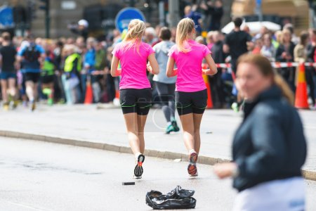 Blonde synchronised girls at ASICS Stockholm Marathon 2014