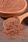 Kakaový prášek v lžíci