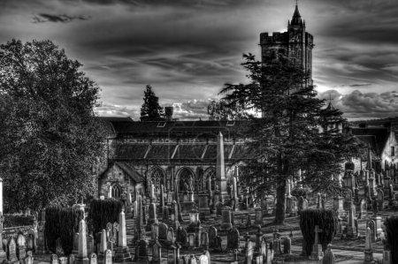 Photo pour Creepy ancien cimetière effrayant, stirling uk, noir & blanc - image libre de droit