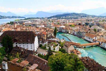 Photo pour Lucerne ville vue des remparts de la ville avec la rivière reuss, Suisse - image libre de droit