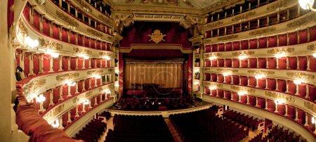 Photo pour Le célèbre opéra de milano, intérieur. numériquement esquissé - image libre de droit