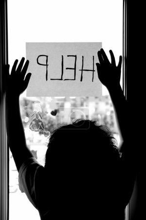 Photo pour Violence domestique et familiale. Petite fille demandant de l'aide . - image libre de droit